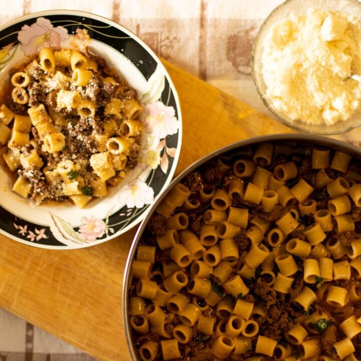 ONE-POT PASTA WITH MEAT SAUCE: MACARONIA ME KIMA