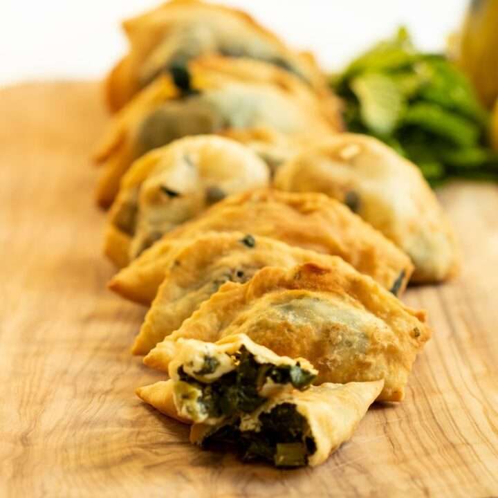 MINI FRIED SPINACH PIES FROM CRETE: SPINACH FILLED KALITSOUNIA