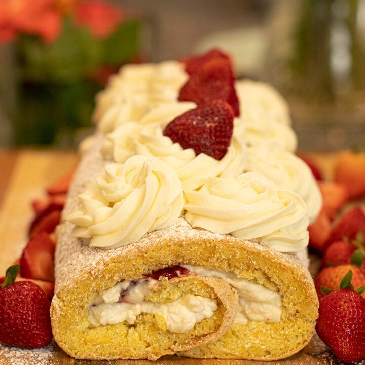 Strawberries & Cream Swiss Roll/Roulade