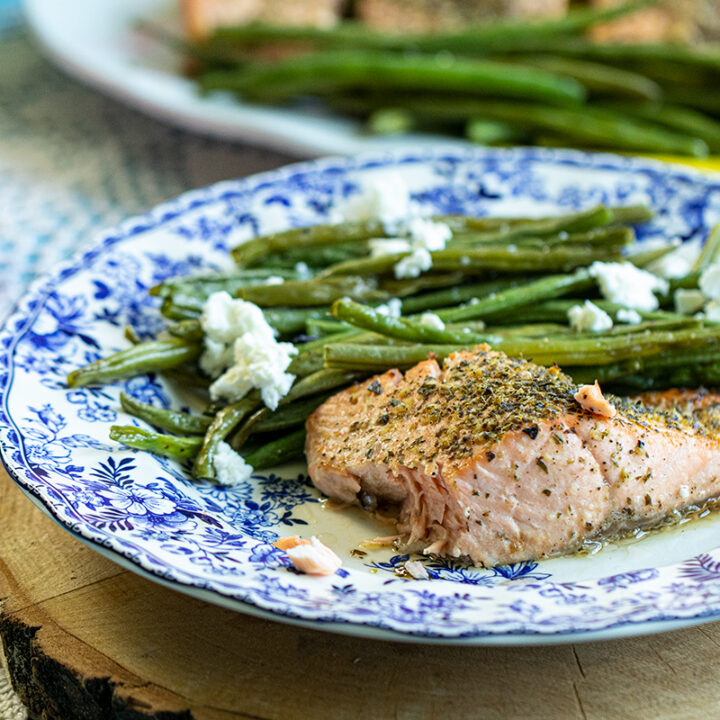 Sheetpan Roasted Salmon & Green Beans: Quick & Easy Weeknight Dinner Ready in under an Hour!